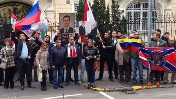 Una manifestazione per esprimere solidarietà alla Russia e al suo intervento in Siria. - Sputnik Italia