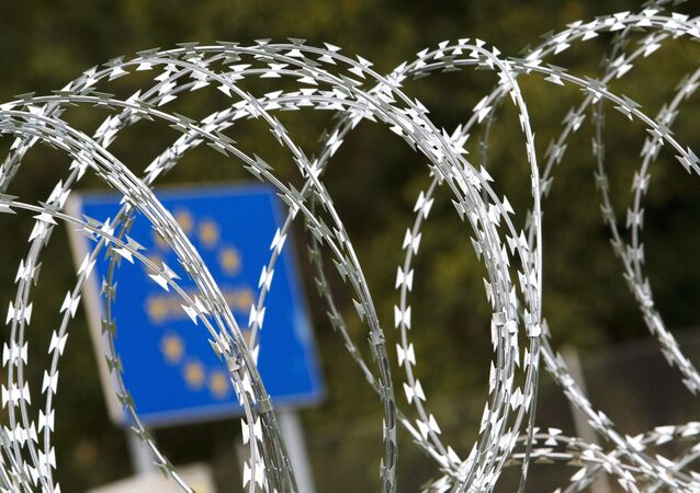 Filo spinato al confine ungherese