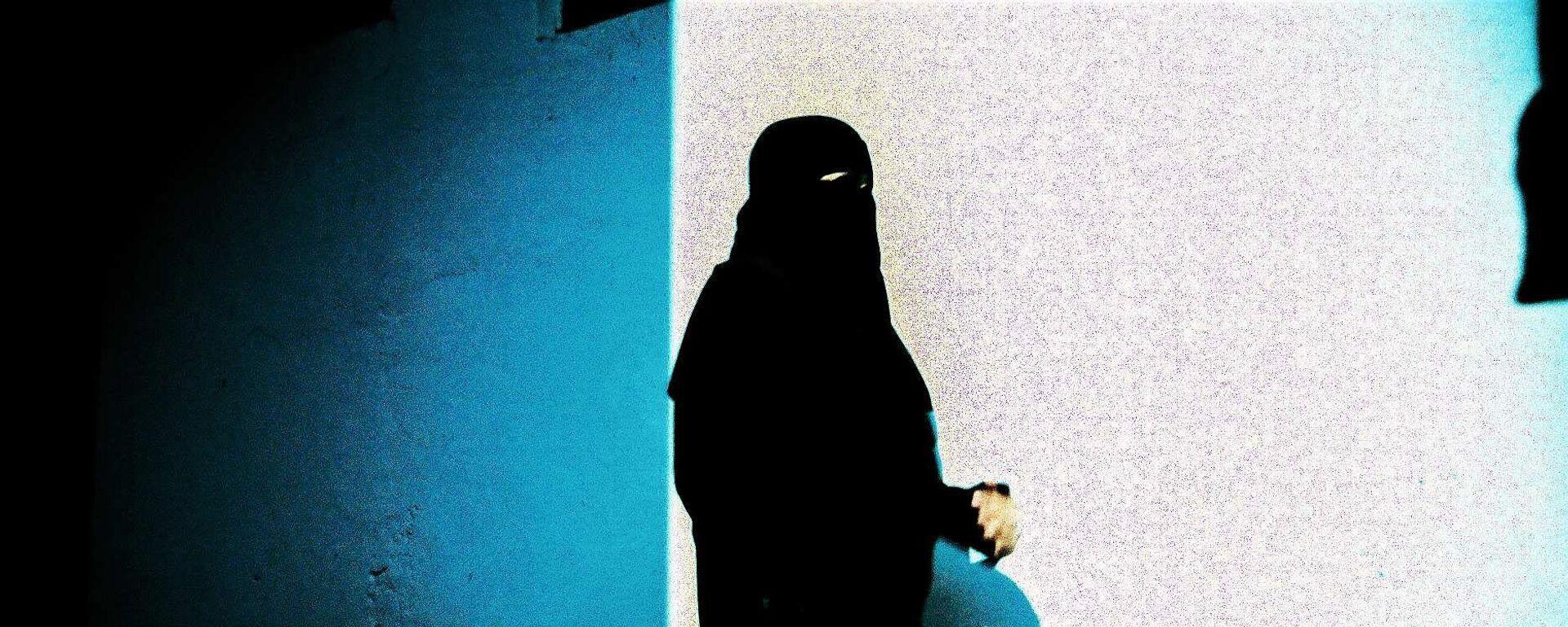 Una donna musulmana - Sputnik Italia, 1920, 26.08.2021
