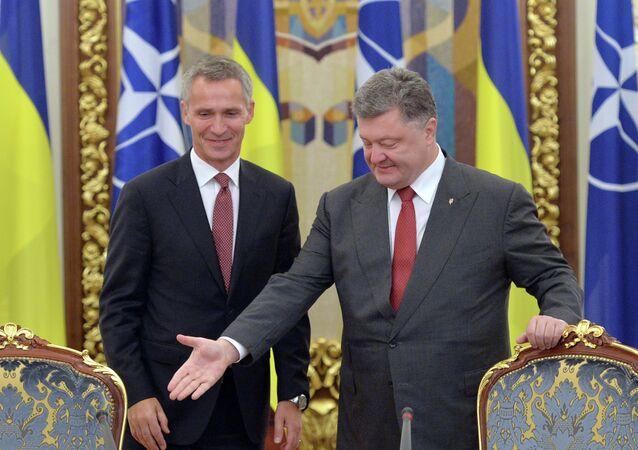 Ucraina e NATO, incontro tra Stoltenberg e Poroshenko (foto d'archivio)