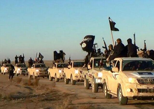 Colonna di combattenti di ISIS (foto d'archivio)