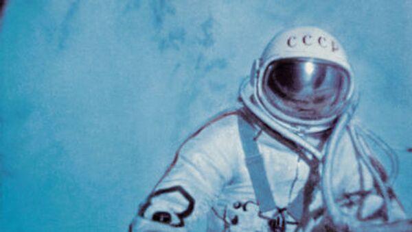 Aleksey Leonov nello spazio aperto. - Sputnik Italia