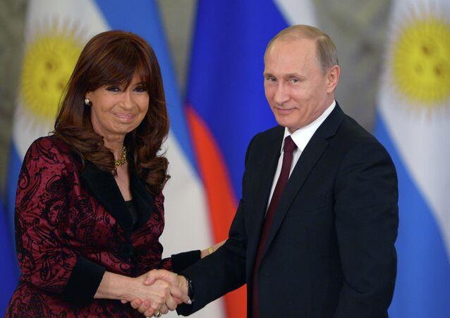 Cristina Kirchner e Vladimir Putin (foto d'archivio)