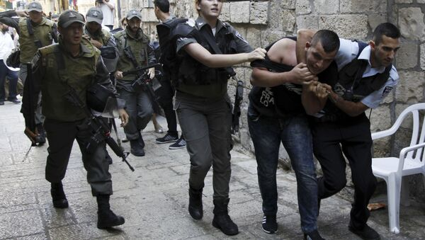Polizia israeliana ferma un palestinese - Sputnik Italia