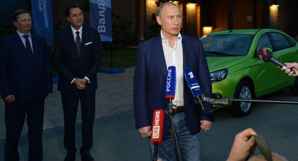 Vladimir Putin parla ai giornalisti