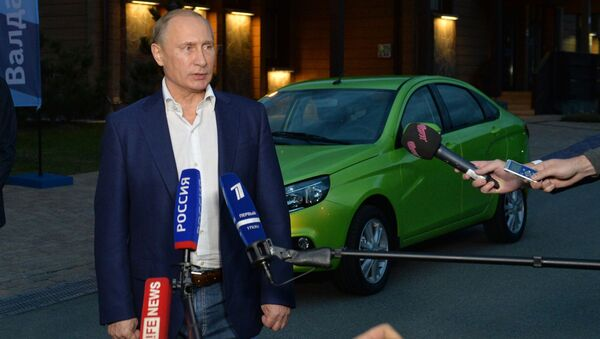 Vladimir Putin parla ai giornalisti - Sputnik Italia