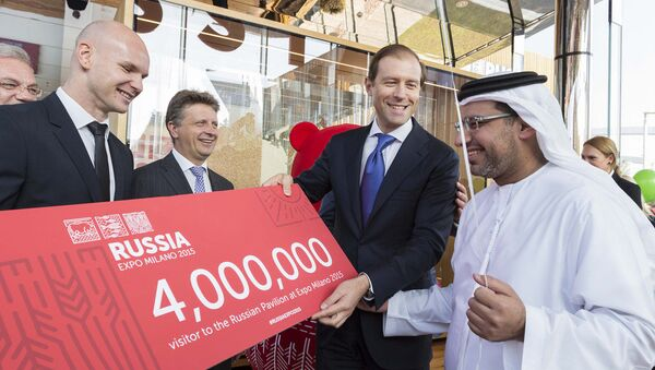 Il visitatore n° 4 000 000 al padiglione russo di EXPO - Sputnik Italia
