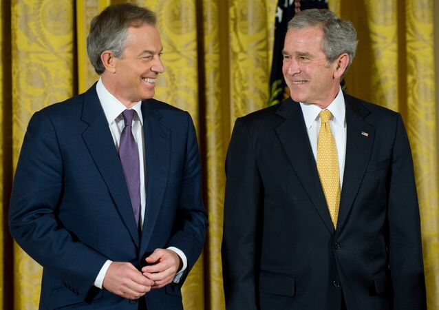 Tony Blair e George W. Bush (foto d'archivio)