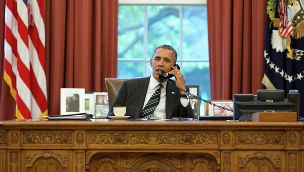 President Barack Obama talks with President Hassan Rouhani of Iran during a phone call in the Oval Office, September 27, 2013 - Sputnik Italia