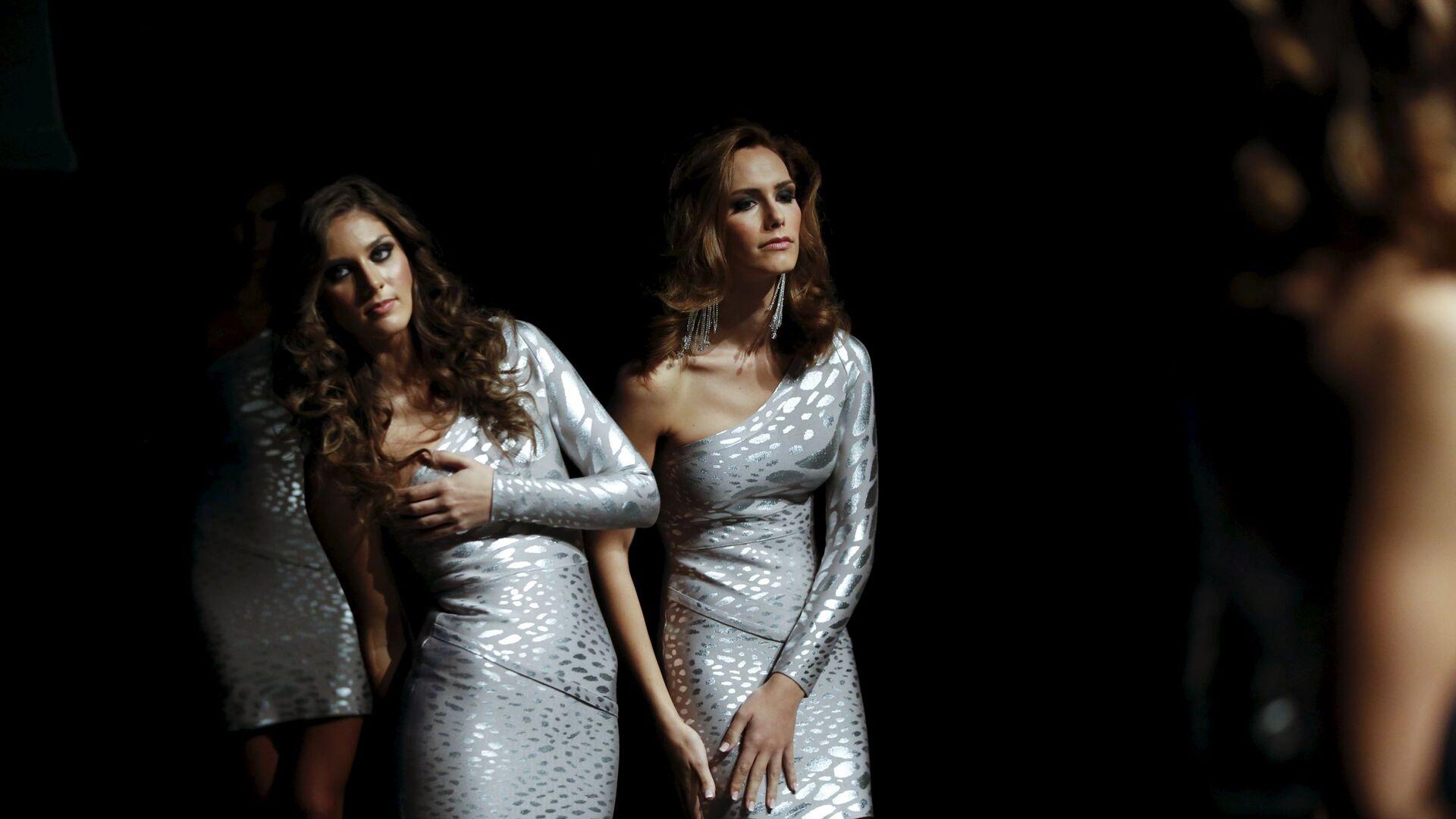 Транссексуал Ангела Понсе (справа) претендует на звание Мисс Мира от Испании - Sputnik Italia, 1920, 10.06.2021
