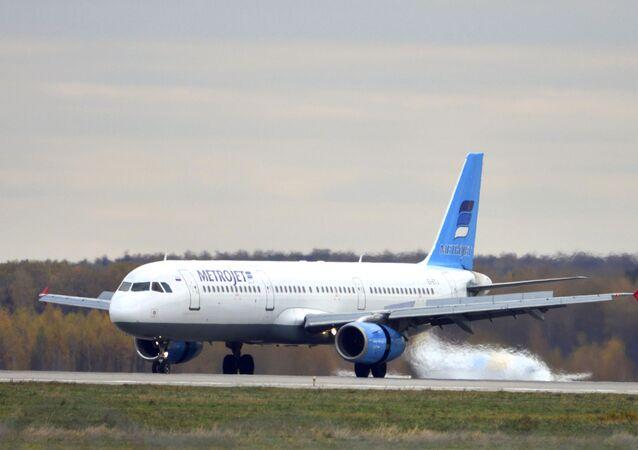 L'aereo Airbus-321 della compagnia aerea Kogalymavia.
