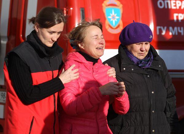 I parenti delle vittime nell'incidente aereo in Egitto all'aeroporto di Pulkovo a San Pietroburgo. - Sputnik Italia