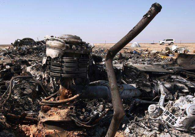 Rottami Airbus A321 sul luogo dello schianto in Egitto (foto d'archivio)