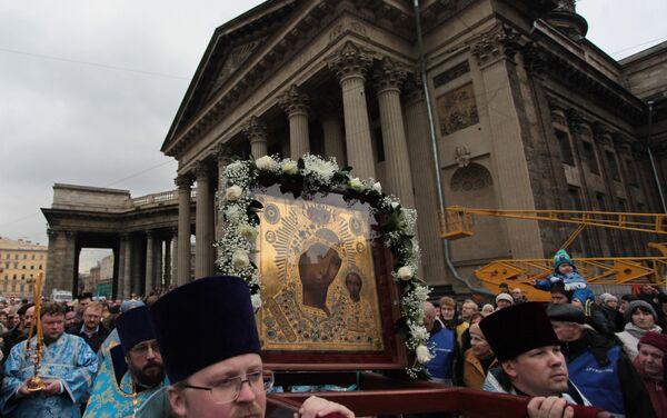 San Pietroburgo, l'icona della Madonna di Kazan esposta di fronte all'omonima cattedrale sulla prospettiva Nevskiy - Sputnik Italia
