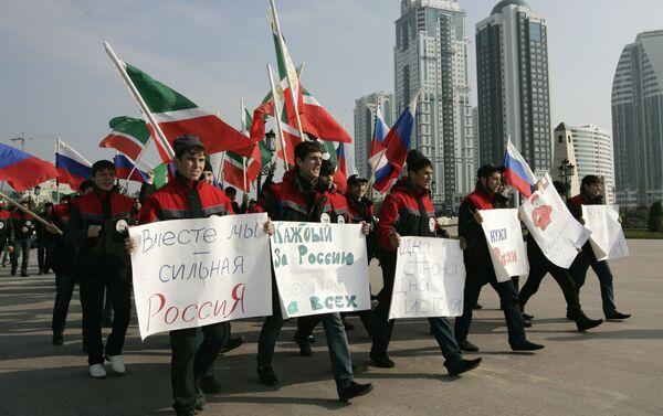 Corteo in onore del Giorno dell'Unità Nazionale a Grozny - Sputnik Italia