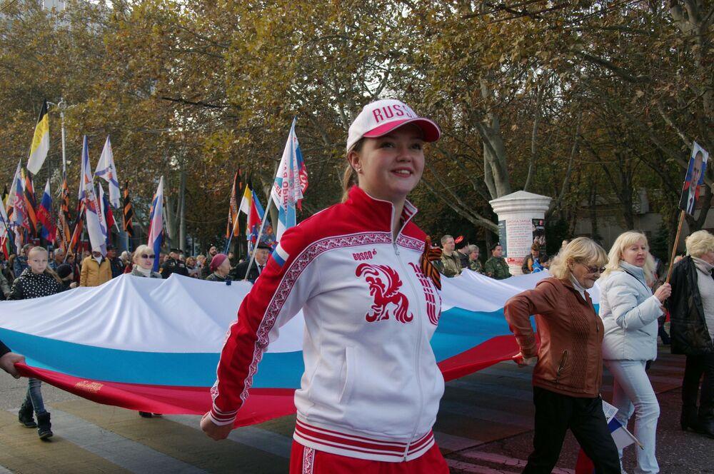 Le celebrazioni della Giornala dell'unità nazionale a Sebastopoli.