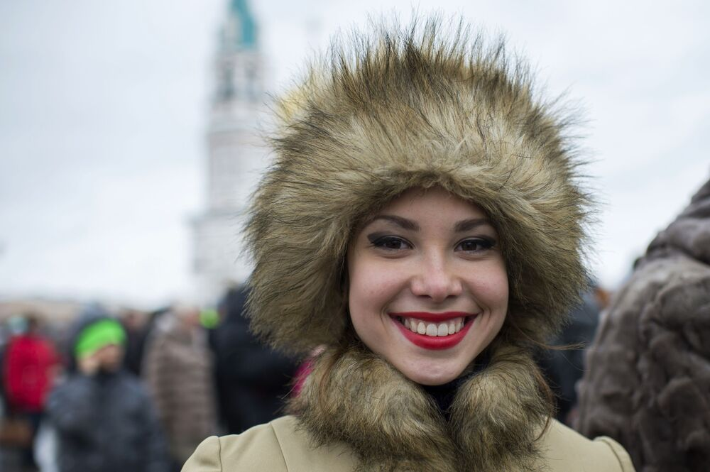 Una ragazza alle celebrazioni della Giornala dell'unità nazionale a Omsk.