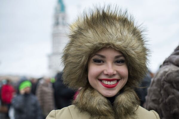 Una ragazza alle celebrazioni della Giornala dell'unità nazionale a Omsk. - Sputnik Italia