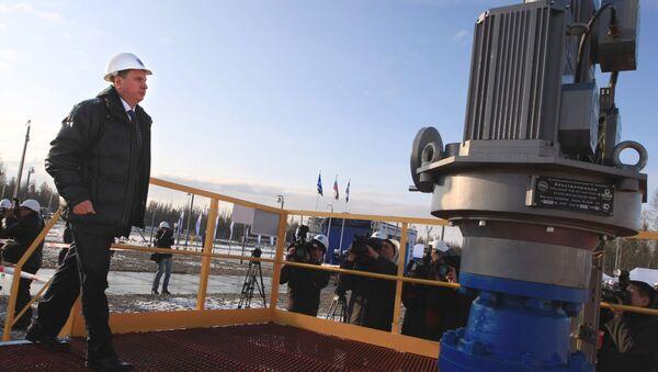 Vice primo ministro russo Igor Secin visita  il giacimento petrolifero - Sputnik Italia