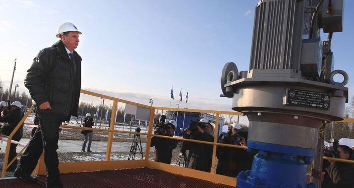 Vice primo ministro russo Igor Secin visita  il giacimento petrolifero