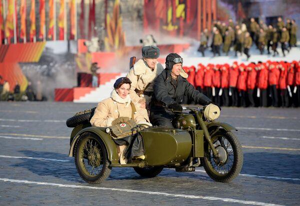 Marcia cerimoniale: l'Armata Rossa nel centro di Mosca. - Sputnik Italia