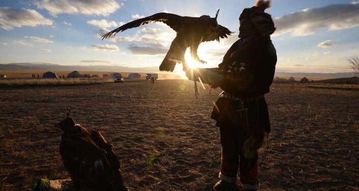 Caccia con i falchi nell'Altaj