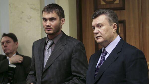 Viktor Yanukovych e suo figlio - Sputnik Italia