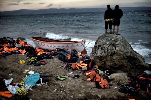 I profughi sulla riva dell'isola di Lesbo in Grecia. - Sputnik Italia