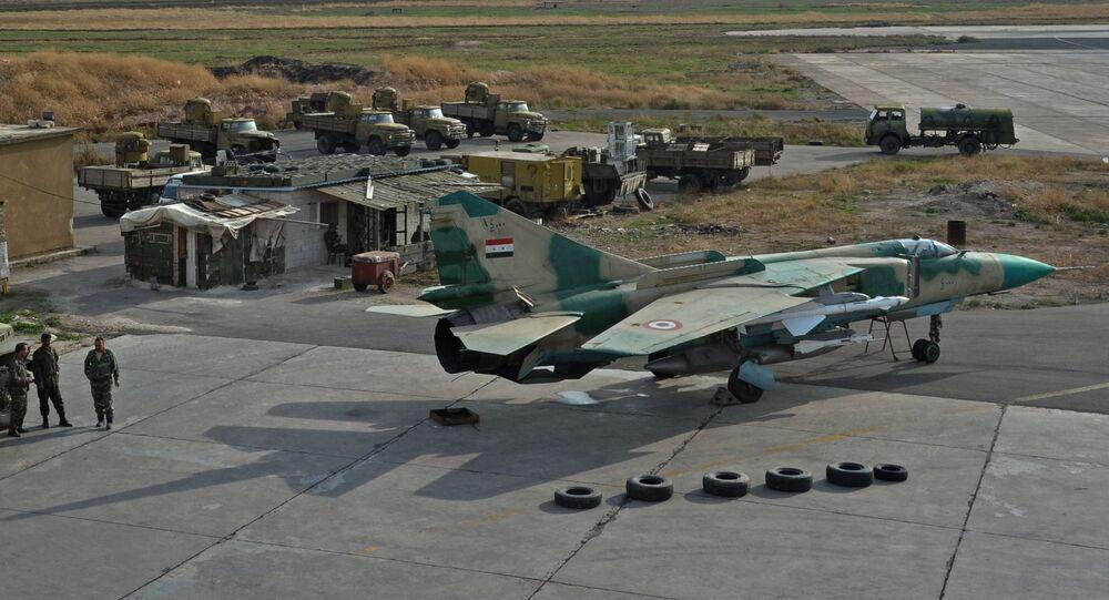 L'aereo MiG-23 delle Forze Aeree siriane alla base aerea Hama in Siria.