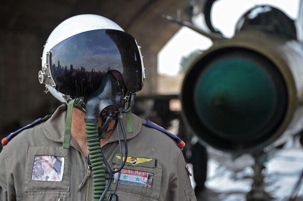 Un pilota siriano alla base aerea Hama in Siria. - Sputnik Italia