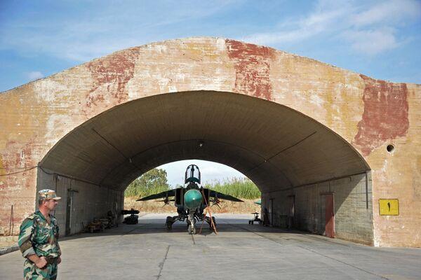 L'aereo MiG-23 delle Forze Aeree siriane alla base aerea Hama in Siria. - Sputnik Italia