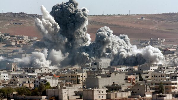 In this October 22, 2014, file photo, thick smoke from an airstrike by the US-led coalition rises in Kobani, Syria, as seen from a hilltop on the outskirts of Suruc, at the Turkey-Syria border. - Sputnik Italia