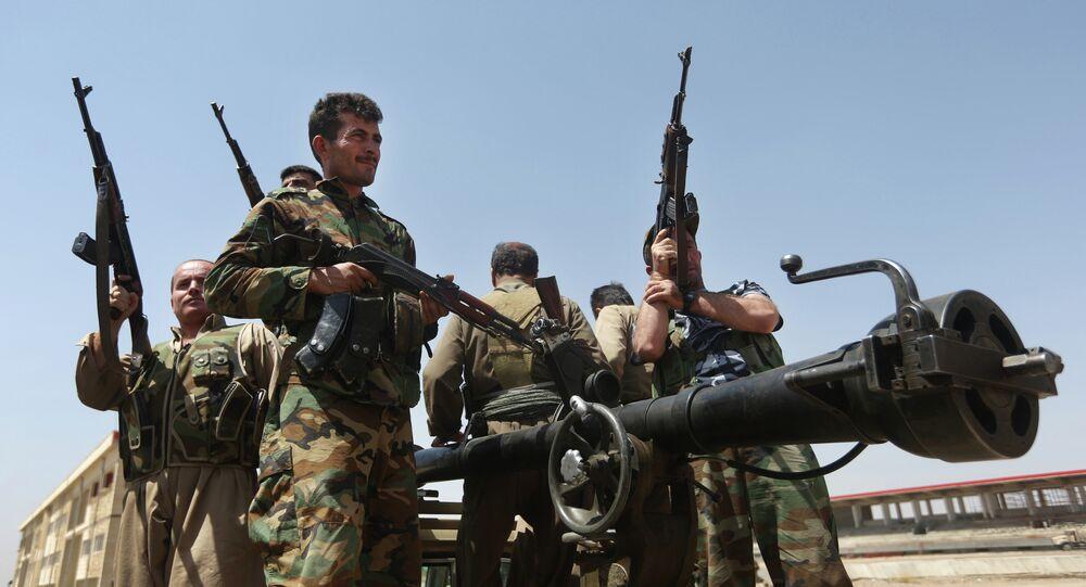 Combattenti curdi (foto d'archivio)