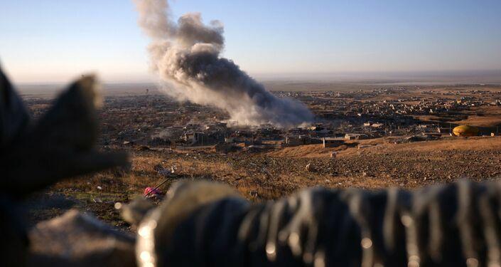 Fumo sopra la città di Sinjar, attaccata dai curdi e riconquistata