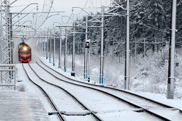 Un treno suburbano nei pressi di Mosca. - Sputnik Italia