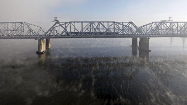 La ferrovia Transiberiana sopra il fiume Enisej a Krasnojarsk, una città della Siberia centrale. - Sputnik Italia