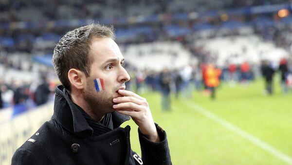 Un tifoso sgomento allo Stade France di Parigi - Sputnik Italia