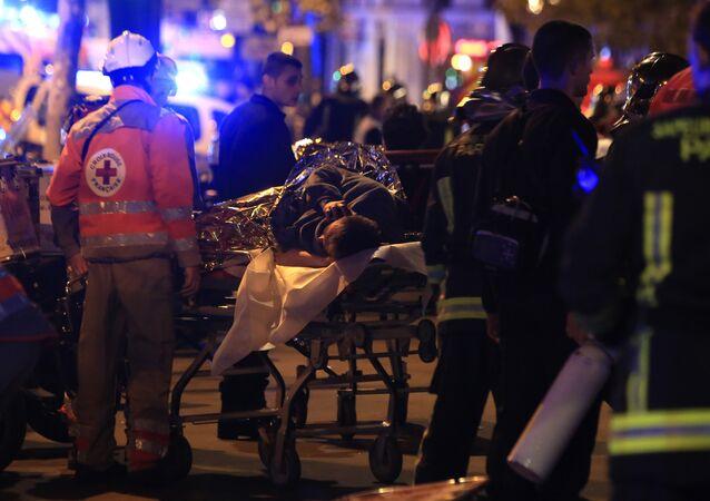 Parigi, soccorritori al teatro Bataclan