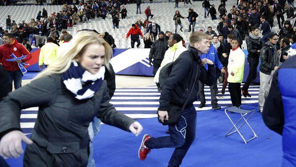 Panico allo Stade de France di Parigi durante attentati - Sputnik Italia