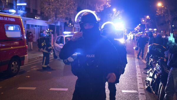 Poliziotti francesi presso il teatro Bataclan di Parigi - Sputnik Italia