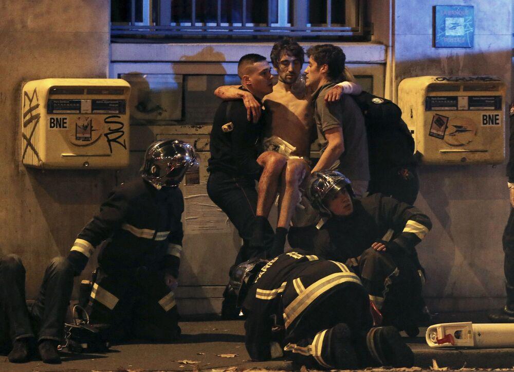 Attentati a Parigi: centinaia di vittime, caos nelle strade.