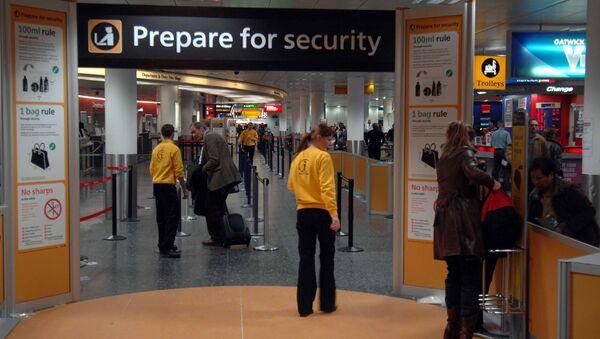 Airport security at Gatwick Airport - Sputnik Italia