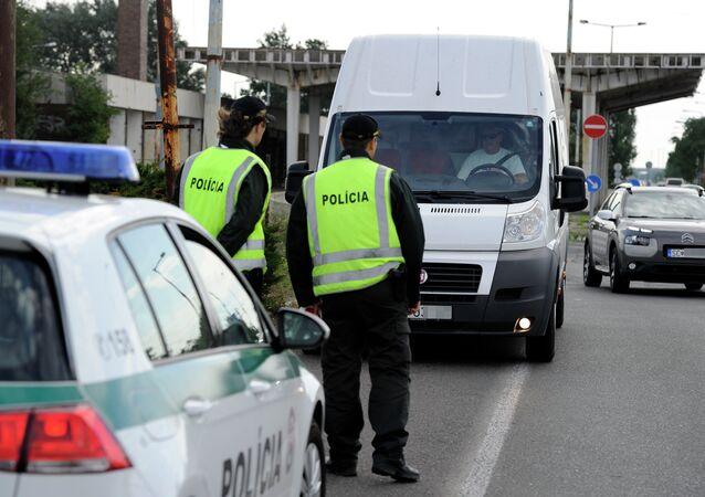 Polizia al confine slovacco