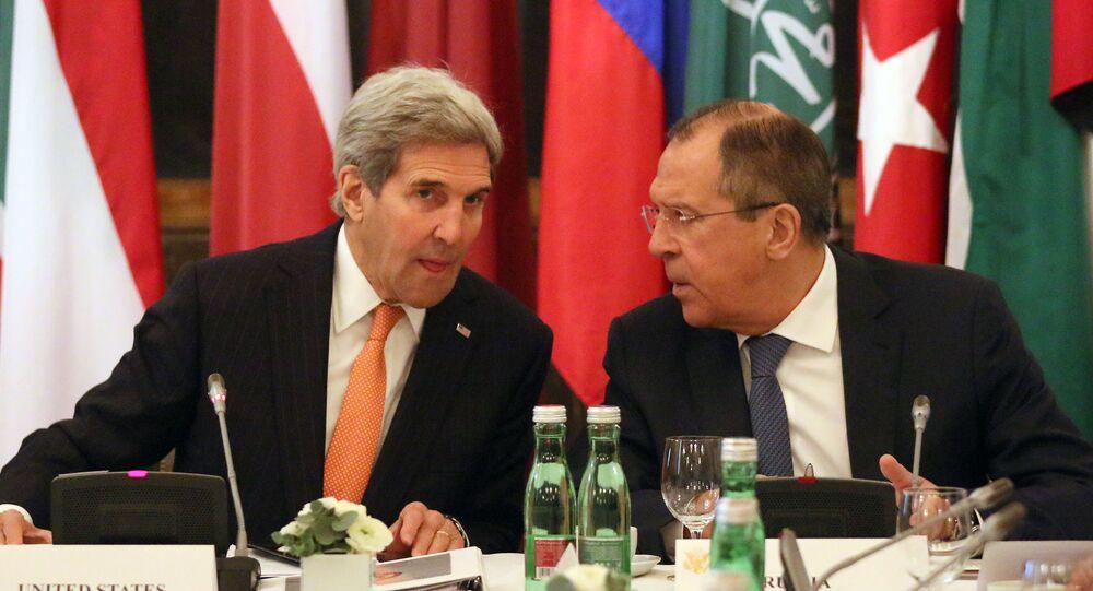John Kerry e Sergey Lavrov a Vienna durante negoziati su Siria