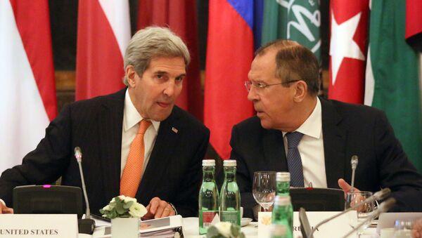 John Kerry e Sergey Lavrov a Vienna durante negoziati su Siria - Sputnik Italia