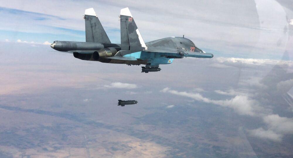 Caccia russo Su-35 durante raid in Siria (foto d'archivio)