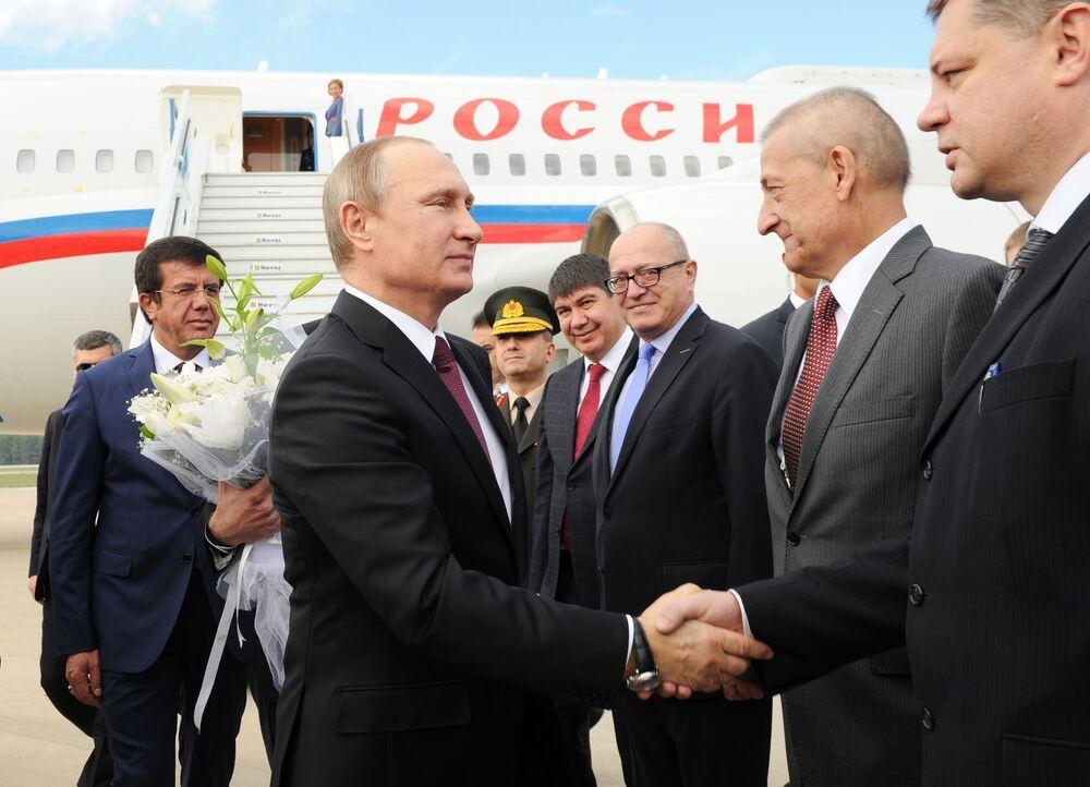 Il presidente russo Vladimir Putin durante l'incontro nell'aeroporto in Turchia.