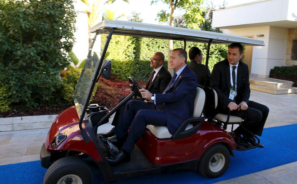 Il presidente turco Recep Tayyip Erdogan prima dell'inizio del vertice G20 in Turchia.