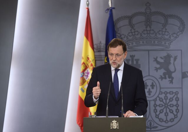 Spain's Prime Minister Mariano Rajoy gestures during a press conference following the results of the regional election in Catalonia at Moncloa palace in Madrid on September 28, 2015