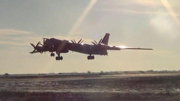 Bombardiere strategico Тu-95 - Sputnik Italia